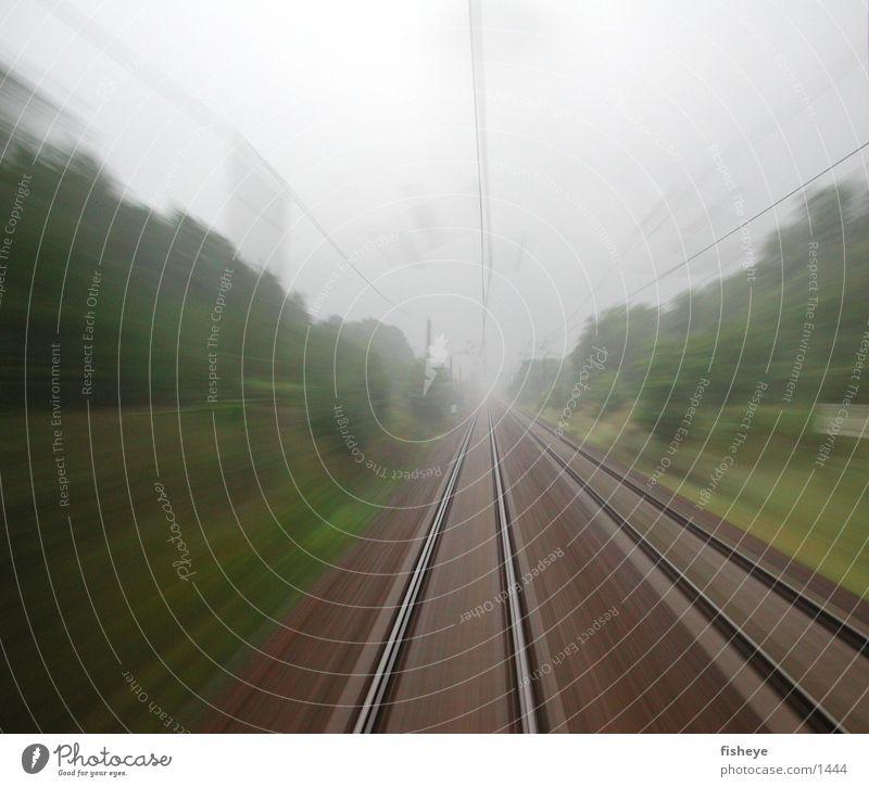 Berlin-Dresden, 120km/h Gleise Geschwindigkeit Nebel Eisenbahn Bewegung
