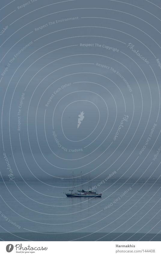 Into the mist Wasser Meer ruhig Wolken Einsamkeit grau Traurigkeit See Wasserfahrzeug Wellen Nebel Ausflug Frieden Wissenschaften Bucht Schifffahrt