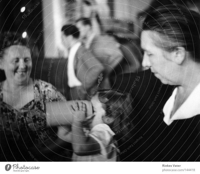 maßvoll Frau Kind Mann Mädchen Freude Party Menschengruppe Familie & Verwandtschaft trinken Club Großmutter Anzug Großeltern Theke Limonade