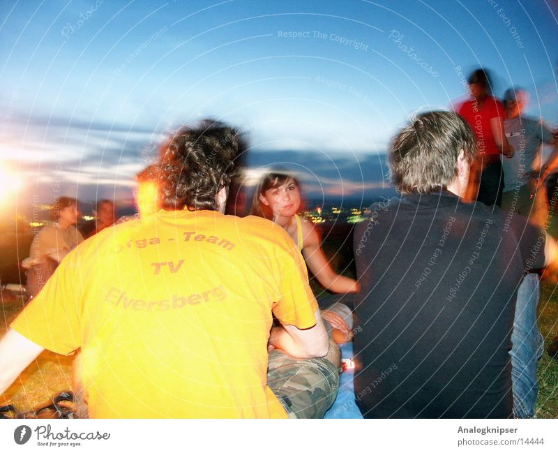 Sommernachtstraum I Frau Mann Natur Sommer Menschengruppe Freundschaft