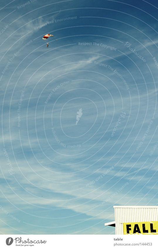 go jump Fallschirmspringen Sport Fixer Pilot Flugzeug gelb Wolken Mann Flugplatz Profi Freizeit & Hobby Fallschirmspringer Aktion Freude Extremsport Himmel