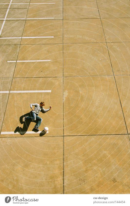 URBAN GAMES pt.II Mensch Mann Jugendliche ruhig kalt Sport Spielen Stein Linie hell Freizeit & Hobby laufen fliegen Beton Fußball Ordnung