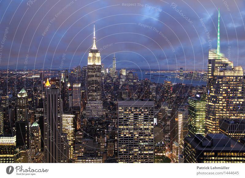 Aussicht auf New York elegant Design Ferien & Urlaub & Reisen Tourismus Sightseeing Städtereise Büro Wirtschaft Handel Business Umwelt Himmel Wolken Nachthimmel