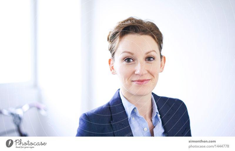 Kompetent Mensch Freude Gesicht feminin Stil Lifestyle Zeit Stimmung Business Zufriedenheit Büro Kraft Zukunft planen Ziel Team