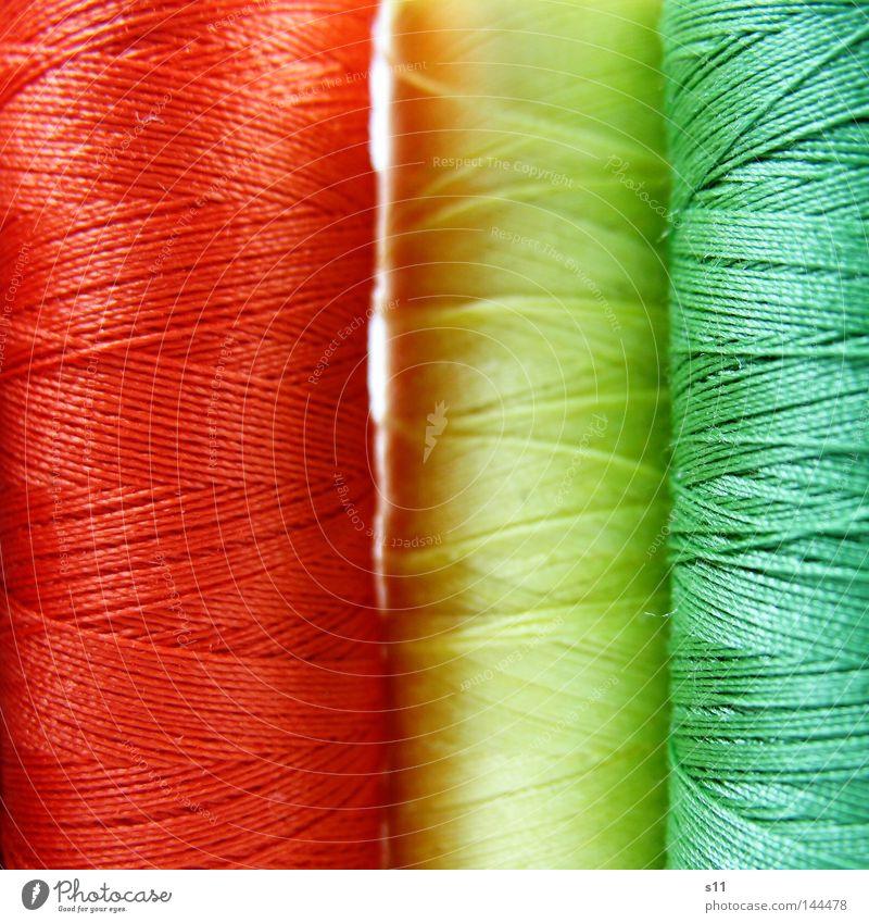 bunt gewickelt Schnur Nähen Nähmaschine mehrfarbig grün gelb rot wickeln umwickelt aufgewickelt abwickeln dünn fein lang Muster gekreuzt Bekleidung Naht Knöpfe