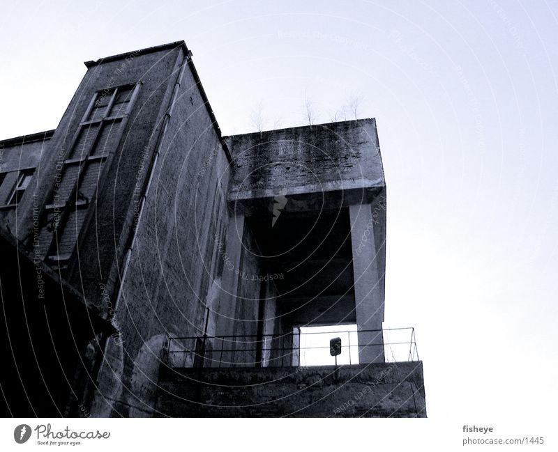 Sachsenbad/1 Architektur Beton Verfall Säule Bauhaus