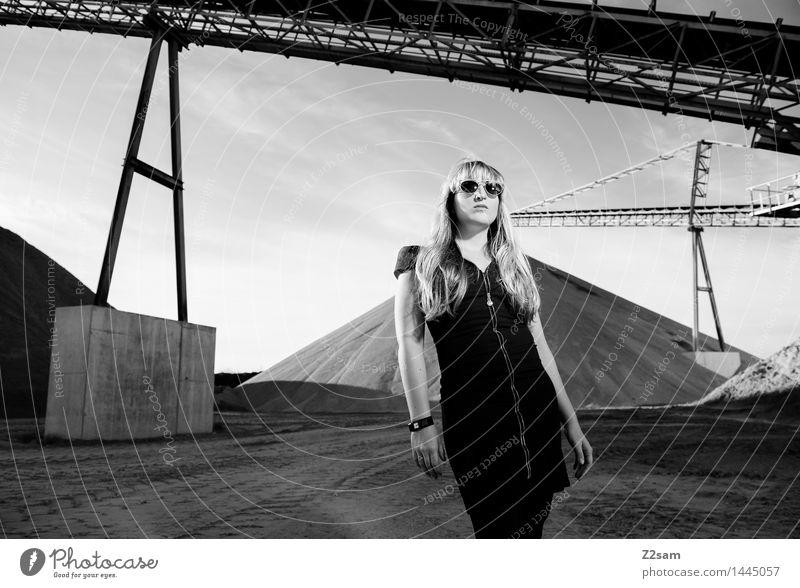 Biste Mode? Jugendliche schön Junge Frau Erotik dunkel Erwachsene Architektur feminin Stil Haare & Frisuren Mode träumen elegant blond stehen ästhetisch