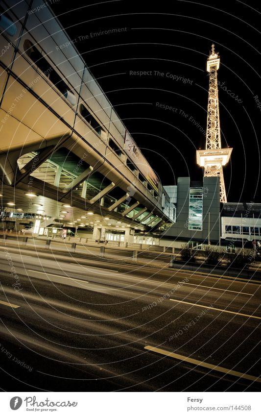 ICC Berlin modern Nacht Funkturm Weltraumstation
