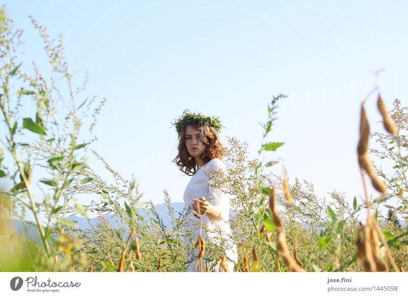 eHlfö00ä schön Schulkind feminin Mädchen Junge Frau Jugendliche Natur Landschaft Himmel Wolkenloser Himmel Frühling Sommer Schönes Wetter Feld Kranz Locken