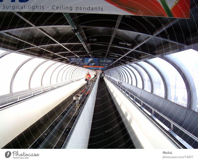 Wurst28 Brücke lang Tunnel Messe tief Düsseldorf Besucher breit