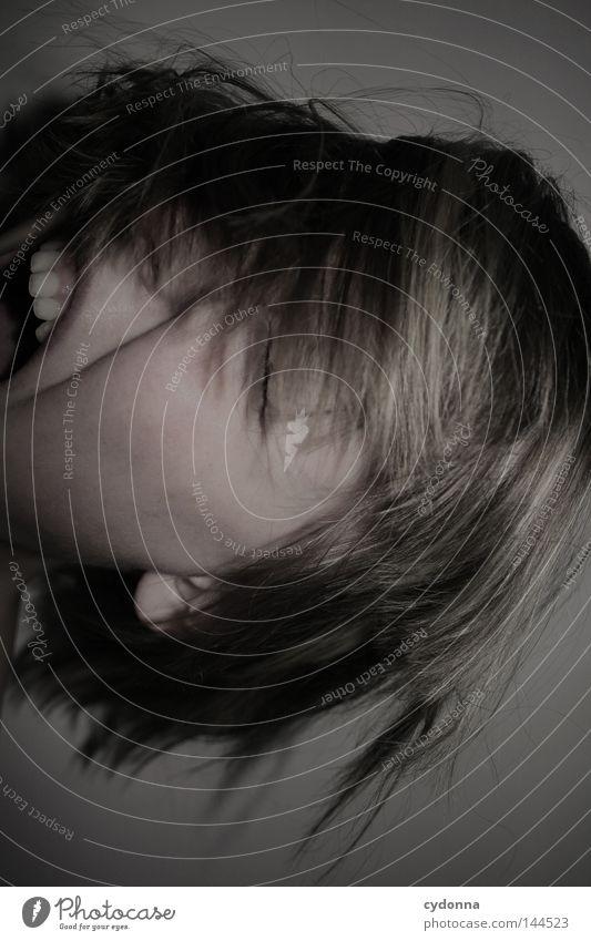 Arrggg! Frau Mensch Gesicht Leben dunkel feminin Gefühle Bewegung träumen Haare & Frisuren Kopf Stimmung Schutz Wut geheimnisvoll schreien