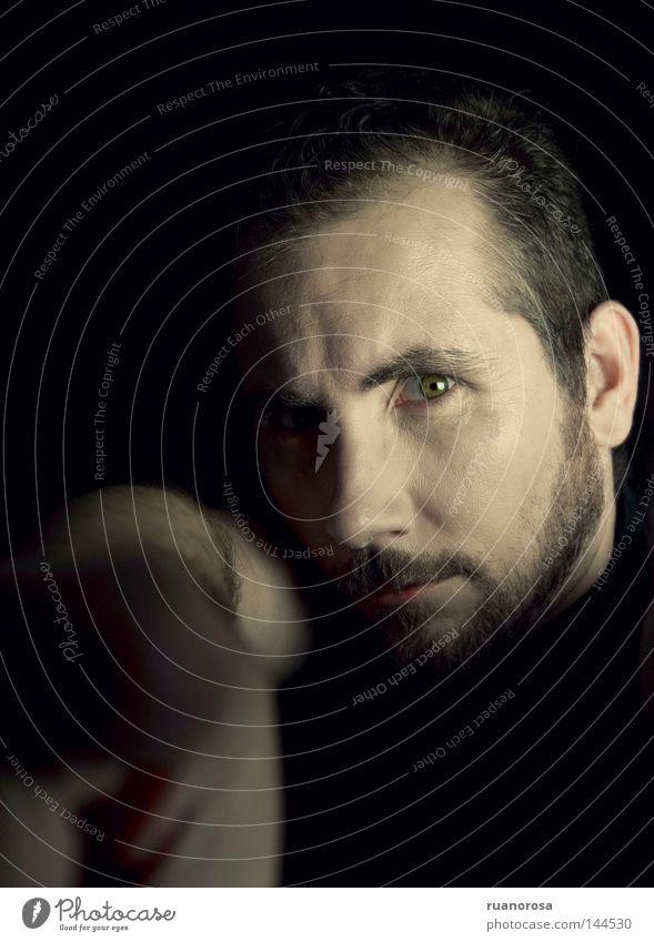 Mann Hand Gesicht Auge Kraft Finger Sicherheit trist Bart ernst Vollbart Gothic