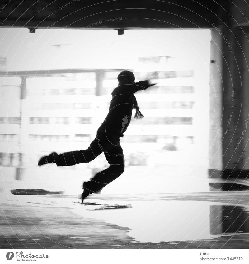 Flyin' Jo maskulin 1 Mensch Wasser Pfütze Hochhaus Mauer Wand Fassade Säule fliegen laufen springen Tanzen toben sportlich Stadt Freude Euphorie Mut Vertrauen