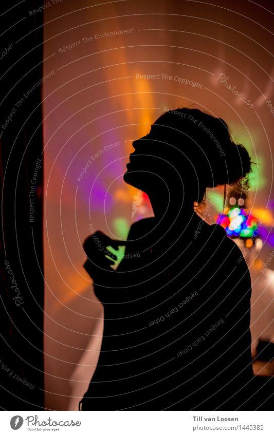 trippy lights Lampe Licht feminin 1 Mensch Feste & Feiern blau orange rot schwarz Stimmung Silhouette leuchten Nacht LSD Farbfoto Innenaufnahme