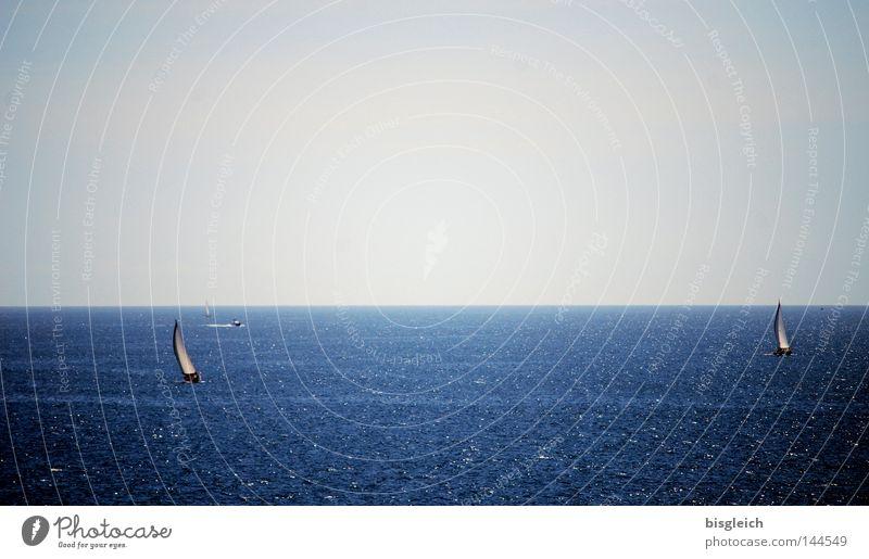 Meer Wasser Himmel blau ruhig Einsamkeit Ferne Wasserfahrzeug groß Frieden Unendlichkeit Fernweh Segelboot Wassersport Jacht Sportboot