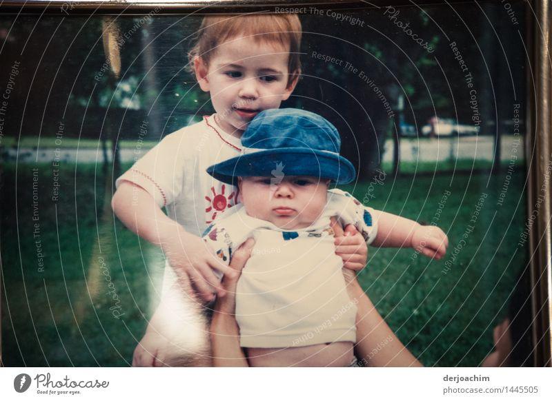 """Meine """" Mäuse """" Freude harmonisch Sommer Garten Kleinkind Mädchen Junge Geschwister 1-3 Jahre 3-8 Jahre Kind Kindheit Schönes Wetter Queensland Australien"""