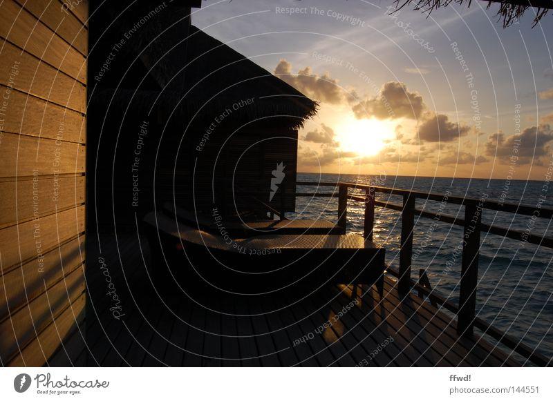 mehr blick Sonnenuntergang Himmel Abend Dämmerung Stimmung Licht Meer Wasser Reflexion & Spiegelung Liege Veranda Hotel Resort Ferien & Urlaub & Reisen Paradies