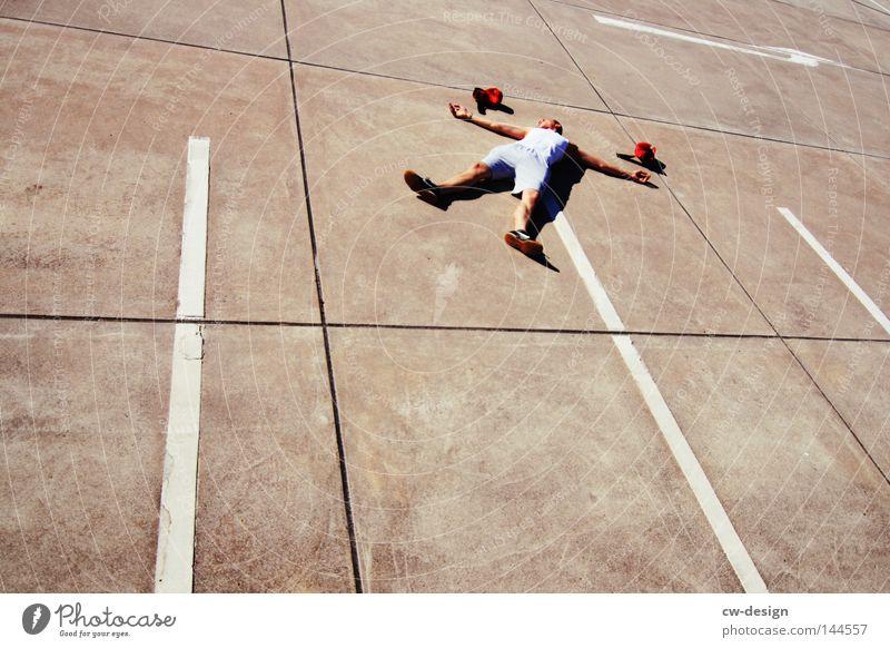 CHILLEN VS. URBAN GAMES pt.IV Mann rot schwarz ruhig Erholung Spielen grau Freizeit & Hobby dreckig Beton Ordnung Platz liegen maskulin trist Bett