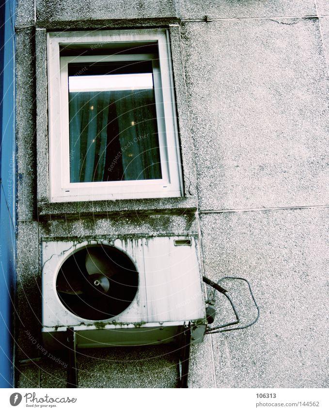 sick city blau alt Stadt Sommer Haus kalt Fenster Wärme Fassade dreckig Energiewirtschaft kaputt Müll Verkehrswege Sommerurlaub Am Rand