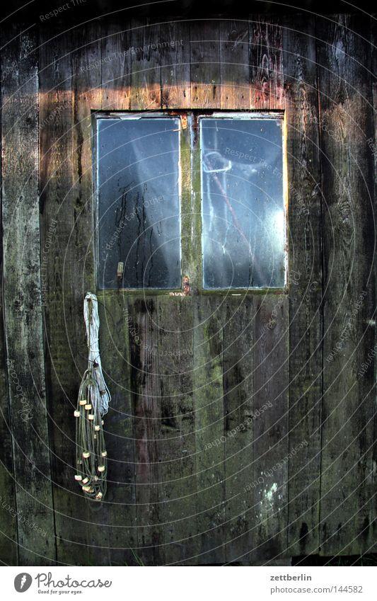 Hafen Seedorf Sonne Holz Glas Tür Netz verfallen Handwerk Eingang Fensterscheibe Scheune Teer Fischer Goldfisch Glasscheibe verwittert Fischernetz