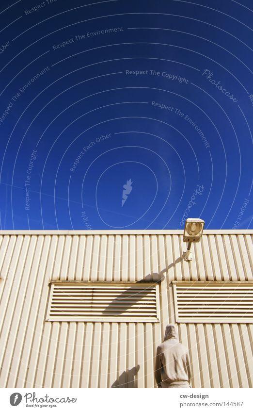 KULTURPROGRAMM pt.II Mensch Mann blau ruhig kalt Stein Lampe hell Linie Freizeit & Hobby sitzen warten Beton Ordnung maskulin modern