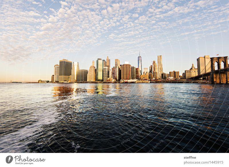 East River (mit Hintergrundkulisse) Wasser Wolken Sonnenaufgang Sonnenuntergang Schönes Wetter Fluss Manhattan New York City Skyline Hochhaus Stadt ruhig