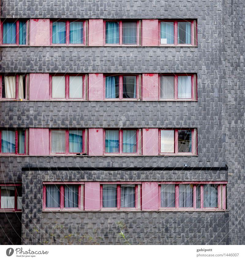 farbige Grautöne Stadt Haus Fenster Architektur Gebäude grau Deutschland Fassade Häusliches Leben trist Hochhaus Perspektive kaputt Verfall Stadtzentrum trashig