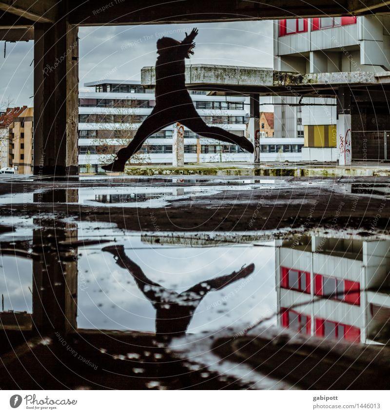 die fliegende andrea Mensch Ihme-Zentrum Hannover Stadt Haus Industrieanlage Ruine Bauwerk Gebäude Architektur Straße Lebensfreude Leichtigkeit Stress