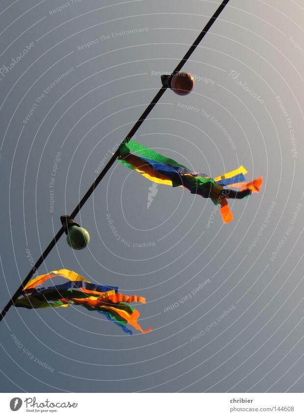 Weißt du noch... Himmel grün rot Sommer Freude gelb Lampe Party Stimmung Feste & Feiern Wind Fröhlichkeit Fahne Dekoration & Verzierung Club Sturm