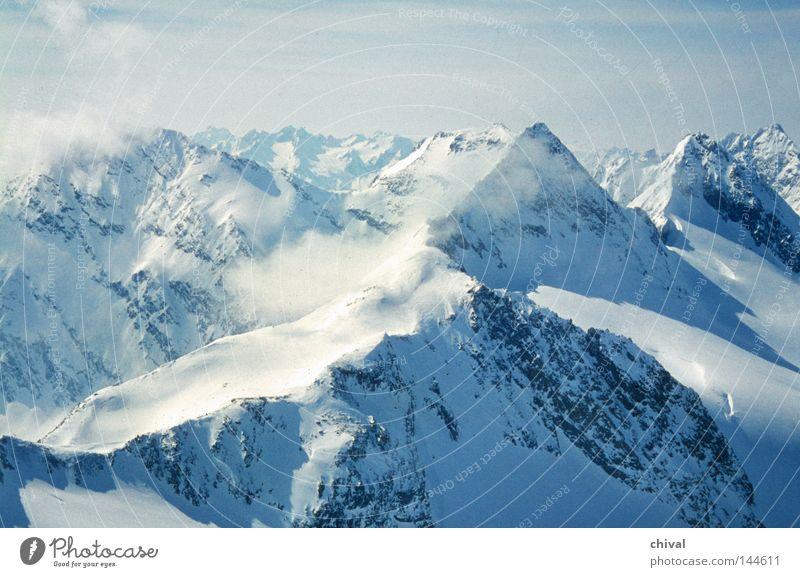 Hochgebirge blau Winter Wolken kalt groß hoch Alpen Spitze Gipfel
