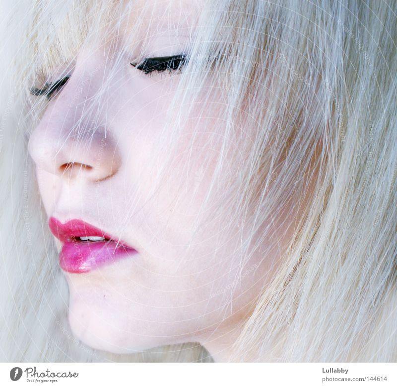 Frozen kalt Gesicht Lippen rot blond hell gefroren geschlossen rosa Denken Nase Mund Wimpern Haare & Frisuren Frau Haut nachdenken asch