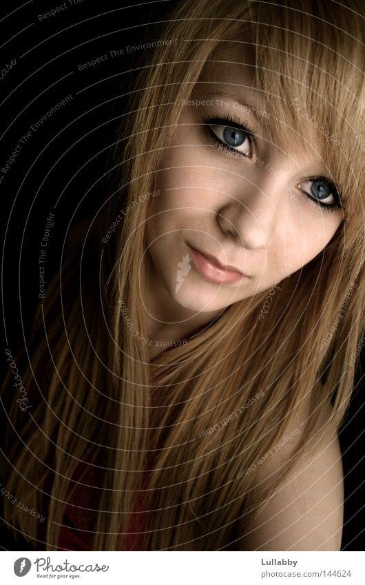 Myself lang blond Haare & Frisuren Schulter Frau Gesicht kupfer Auge blau Mund Nase Pony Franseln Schatten Treppe
