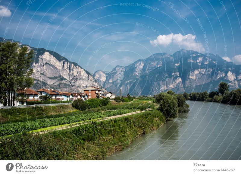 Südtirol Natur Landschaft Himmel Sonne Sommer Schönes Wetter Alpen Berge u. Gebirge Fluss Dorf frisch nachhaltig natürlich ruhig Erholung Farbe