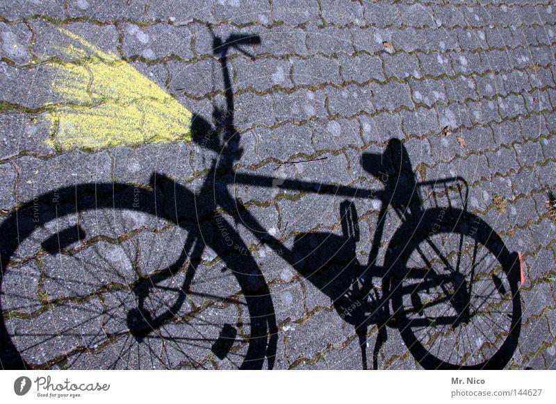 Lichtmaschine rot schwarz gelb grau Lampe Beleuchtung Fahrrad Freizeit & Hobby Verkehr Kopfsteinpflaster Kette Fleck Scheinwerfer Pflastersteine Straßenverkehr