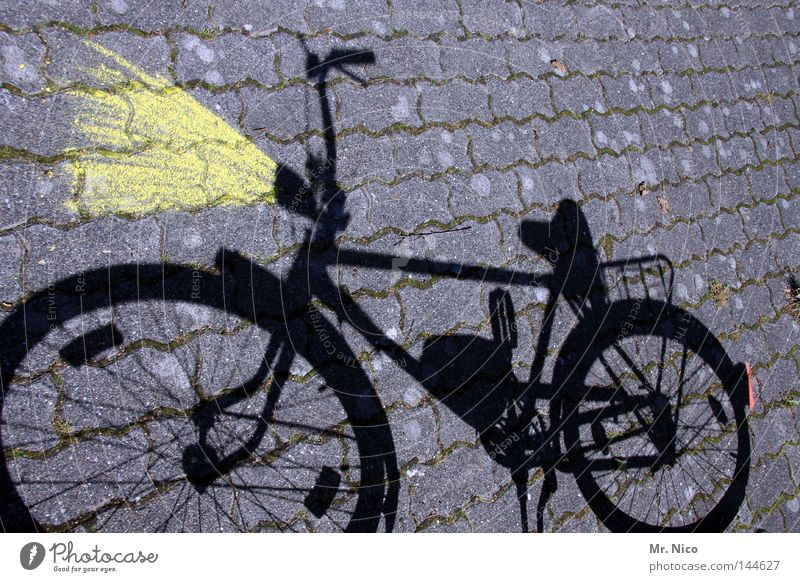 Lichtmaschine rot schwarz gelb grau Lampe Beleuchtung Fahrrad Freizeit & Hobby Verkehr Kopfsteinpflaster Kette Fleck Scheinwerfer Pflastersteine Straßenverkehr Pedal