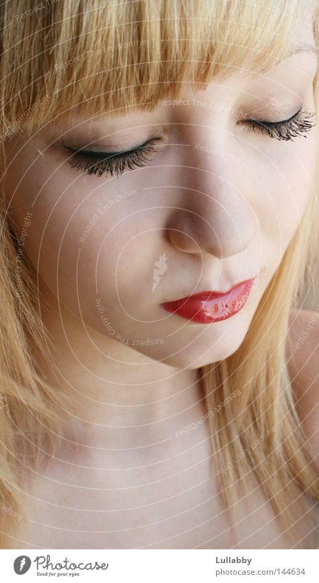 red Lips blond rot Lippen Wimpern Haare & Frisuren Frau Gesicht Auge Nase Pony Franseln