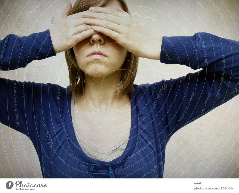 Shy Frau Hand blau Gesicht verstecken Schüchternheit