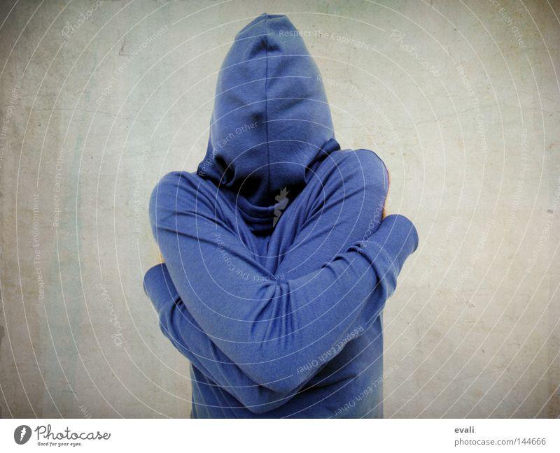 Shy Porträt Schüchternheit Kapuze Umarmen verstecken hide shy blau blue Angst scared