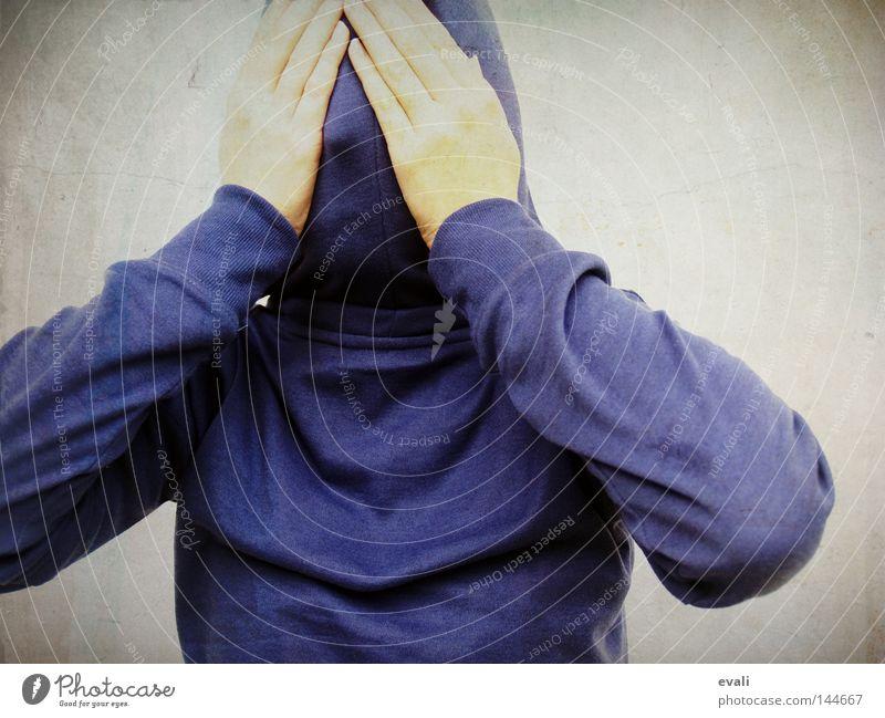 Shy Porträt Schüchternheit Kapuze Hand verstecken hide shy hands blau blue Angst scared
