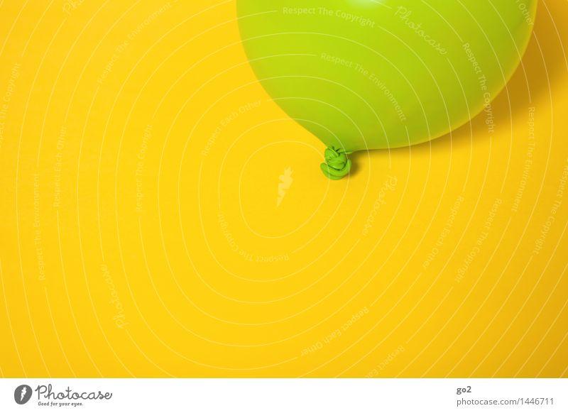 Grün auf Gelb grün Farbe Freude gelb Feste & Feiern Party Dekoration & Verzierung Geburtstag Fröhlichkeit ästhetisch einfach Luftballon Unendlichkeit