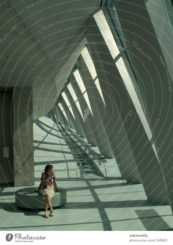 Schatten-dasein Frau Architektur Beton sitzen Treppe Pause