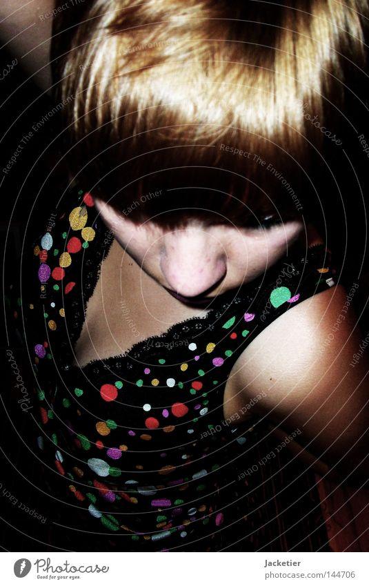 Aus Oma's alten Zeiten. Frau Mädchen schwarz Haare & Frisuren blond Nase Kleid Punkt Dame Schulter Pony Schlafzimmer Bob Fräulein Unterrock Nasenspitze