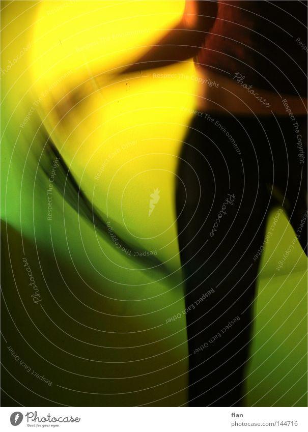let's dance Frau grün gelb Farbe Bewegung Tanzen Körper Hose eng Strumpfhose Tuch Schwung schwingen Hüfte schwungvoll