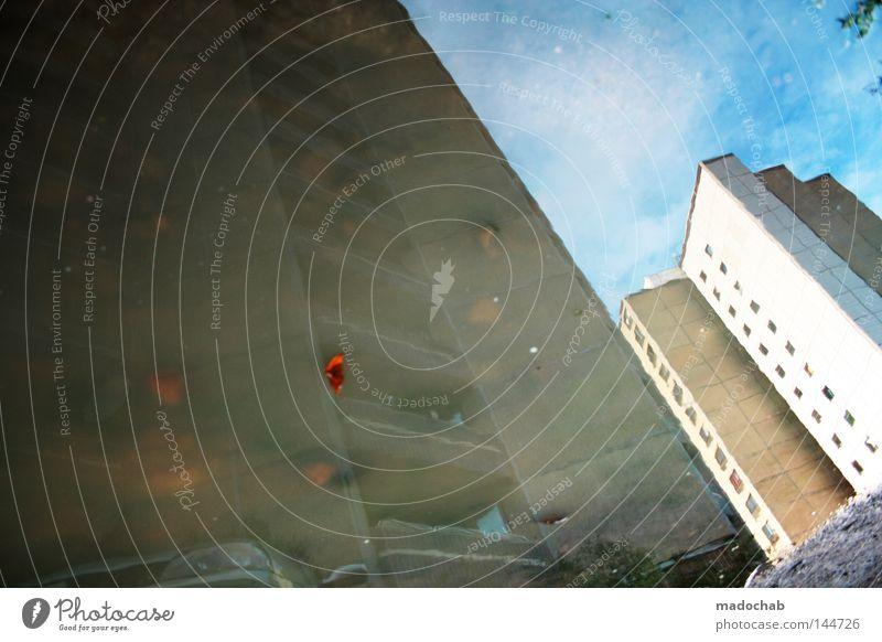 HALFLIFE Gebäude Hochhaus Reflexion & Spiegelung Ghetto Pfütze Wolken Stadt Balkon Fenster Fassade Mischung Architektur gefährlich Häusliches Leben reflektion