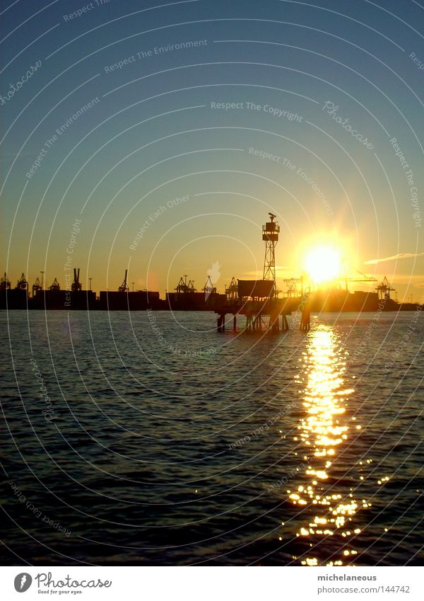 sunset in early spring Himmel blau Wasser gelb Wärme Horizont Wellen ästhetisch Insel Hamburg Turm Fluss Hafen Physik Kran Elbe