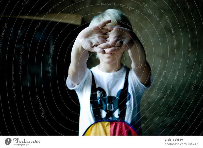 Hände. Mädchen Hand Kittel Tierschädel Schädel T-Shirt Mensch Dinge Arbeit & Erwerbstätigkeit Blondine gesamt Farben schwarz rot gelb Pokrow Freudentaumel