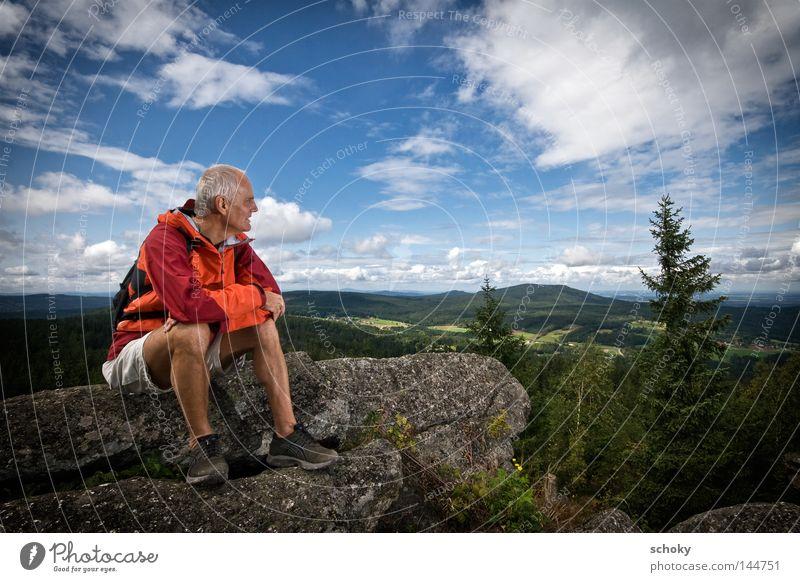 Nebelstein Mann blau grün Ferien & Urlaub & Reisen Sommer Mensch Wolken Einsamkeit Ferne Erholung Berge u. Gebirge Senior orange Freizeit & Hobby sitzen wandern