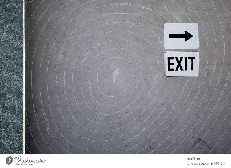 Du bist raus! Notausgang Ausgang Wegweiser Schilder & Markierungen Pfeil Wand Richtung Hinweisschild Zeichen Detailaufnahme Freizeit & Hobby USA exit