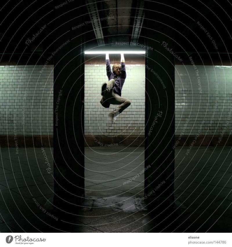 ::LIGHTS:: Licht Lampe Mensch springen hängen Nacht Tunnel Spielen Mann leuchte leuchten