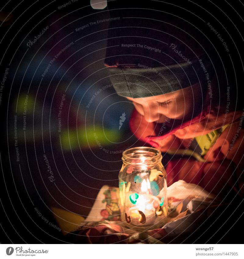 Lichterzauber Weihnachten & Advent Mensch feminin Kind Kleinkind Mädchen Leben 1 1-3 Jahre glänzend leuchten träumen Glück hell blau rot schwarz weiß Freude